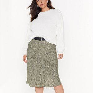 Green Midi skirt with black dots
